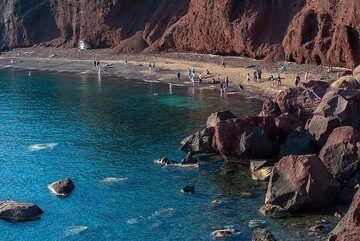 Famous Red Beach (Photo: Tom Pfeiffer)
