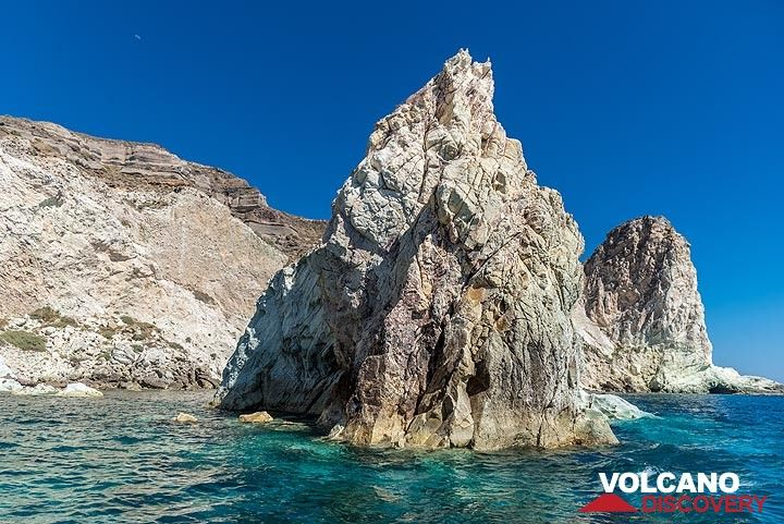 Sea erosion created nice pillar-like structures. (Photo: Tom Pfeiffer)
