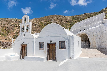 Small chapel in the hillside. (Photo: Tom Pfeiffer)