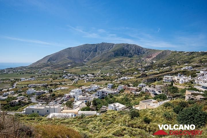 Exo Gonia village and Profitis Ilias mountain (Photo: Tom Pfeiffer)
