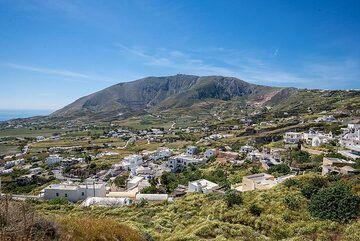 Exo Gonia village and Profitis Ilias mountain (Photo: Tom Pfeiffer)