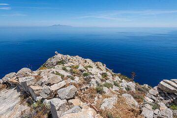 View towards Anafi island (Photo: Tom Pfeiffer)