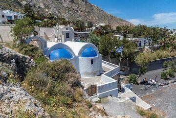 Agios Nikolaos chapel at Kamari beach (Photo: Tom Pfeiffer)