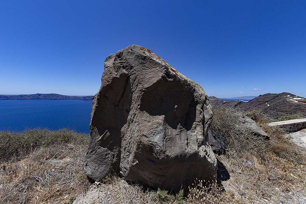 One of the huge rocks, which were blown out by the Santorini eruption in 1627 B.C. (Photo: Tobias Schorr)