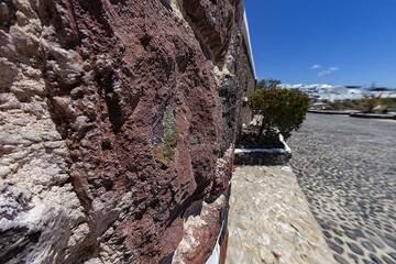 A mafic intrusion (pyroxene) in old scoria lavas near the little Profitisi Ilias volcano. (Photo: Tobias Schorr)