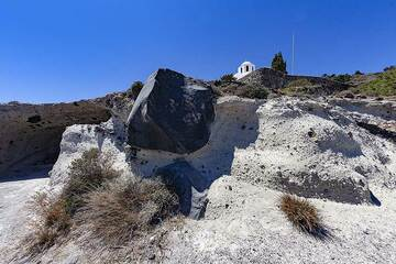 A huge rock that was blown out of the crater at the 1627 B.C. eruption of the Santorini volcano. (Photo: Tobias Schorr)