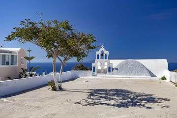 The Metamorfosi chapel in Oia village. (Photo: Tobias Schorr)