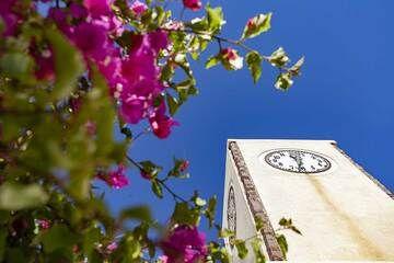 The clock tower in Oia village. (Photo: Tobias Schorr)