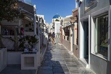 The lonely lanes while the covid crisis in Oia village. (Photo: Tobias Schorr)