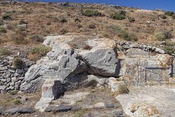 The rock fresco of the Artemidoros sanctuary on the ancient acropolis of Thira. (Photo: Tobias Schorr)