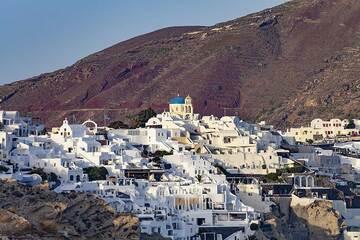 The village of Oia and Agios Georgios church. (Photo: Tobias Schorr)