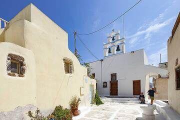 The Agios Charalambos chapel in Emporio village. (Photo: Tobias Schorr)