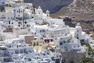 The part of old Thira town with Agios Minas church. (Photo: Tobias Schorr)