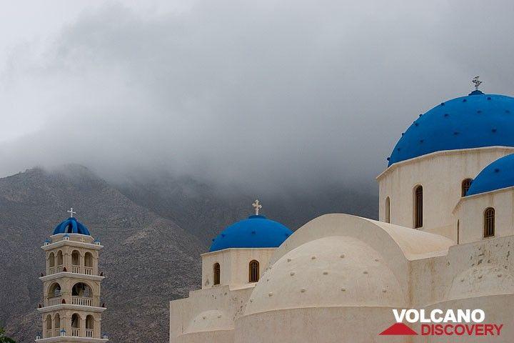 Die Kirche von Perissa im Sturm (Photo: Tom Pfeiffer)