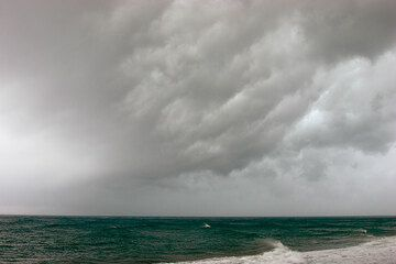 The last storm front before the summer passes over Perissa beach, late May 2007 (Photo: Tom Pfeiffer)