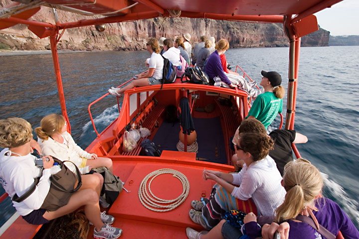 Boat trip with the sudents (Photo: Tom Pfeiffer)