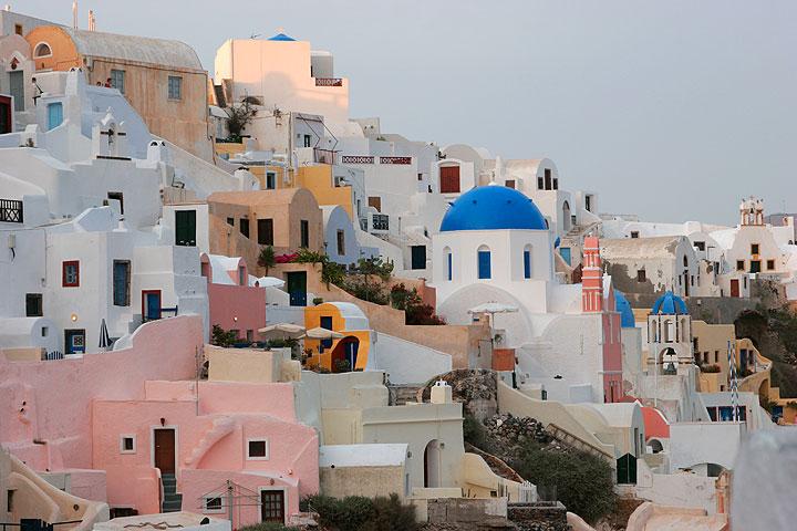 Nested houses of Oia, Santorini (Photo: Tom Pfeiffer)
