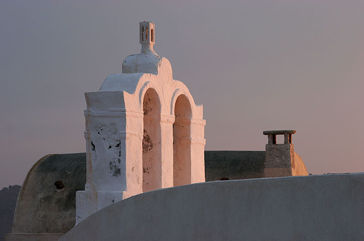 Detail of a small chapel in Oia (Photo: Tom Pfeiffer)