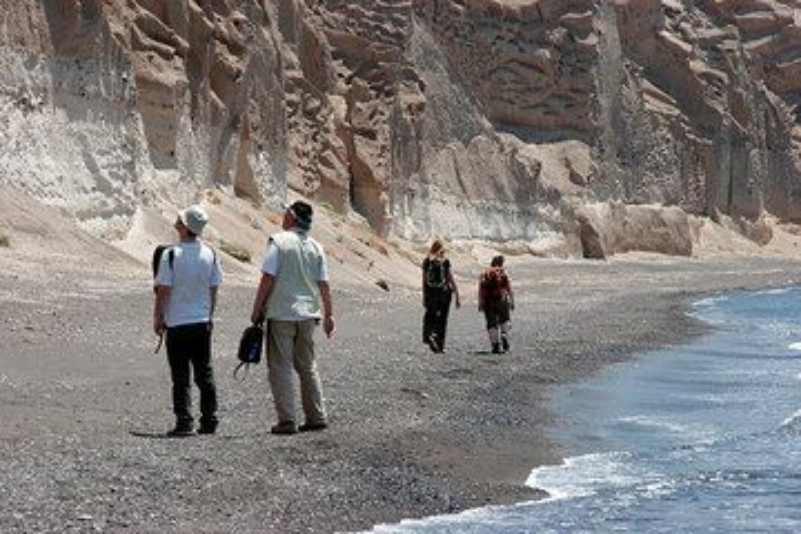 Walking along the bizarre pumice cliffs on Thera's south coast (Photo: Tom Pfeiffer)