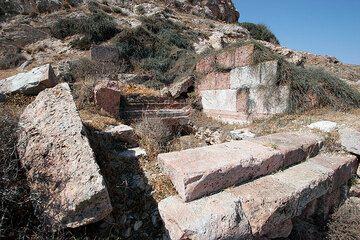 Pequeño santuario helenística cerca de Echendra (Photo: Tom Pfeiffer)