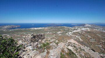 Panorama over Santorini and its caldera from the Profitis Ilias mountain (Photo: Tom Pfeiffer)