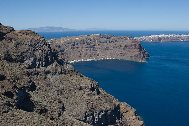 Oia (right) seen from Therasia island (Photo: Tom Pfeiffer)