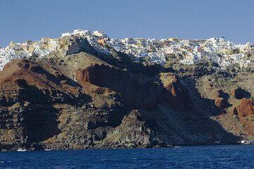 Oia village at the northern tip of Santorini island (Photo: Tom Pfeiffer)
