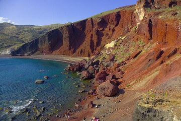 Panorama of the Red Beach - a cinder cone in cross section (Photo: Tom Pfeiffer)