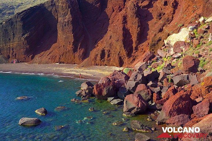 The Red Beach near Akrotiri (Photo: Tom Pfeiffer)