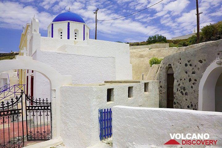 Beautiful church near Akrotiri (Photo: Tom Pfeiffer)