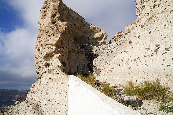 White pumice cliffs near Plaka (Photo: Tom Pfeiffer)