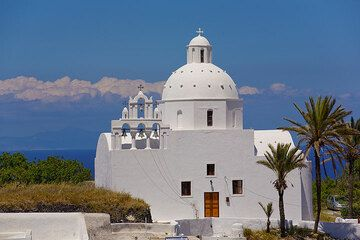 Church in Karterados (Photo: Tom Pfeiffer)