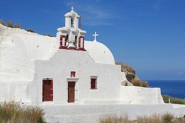 White chapel (Photo: Tom Pfeiffer)
