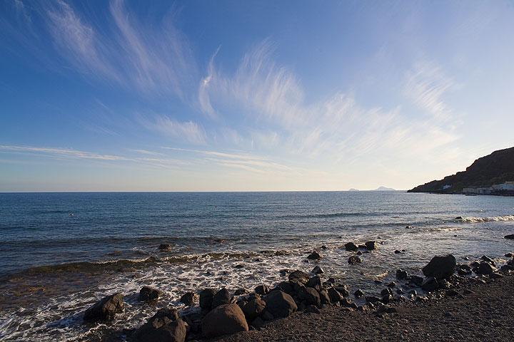 Akrotiri beach (Photo: Tom Pfeiffer)