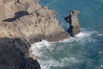 Gray cliffs of volcanic breccia (Photo: Tom Pfeiffer)