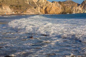 Wave at Mesa Pigadia beach (Photo: Tom Pfeiffer)