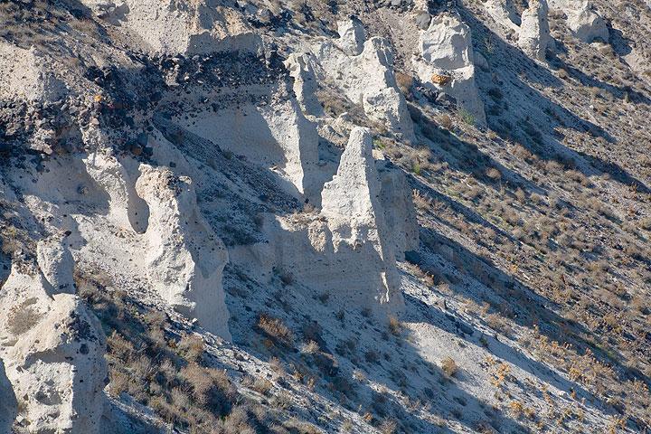 White pumice cliffs (Photo: Tom Pfeiffer)