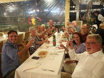 ... where we raise our glasses to a great 2 weeks tour and enjoy the first of many delicious Italian meals. (Photo: Ingrid Smet)