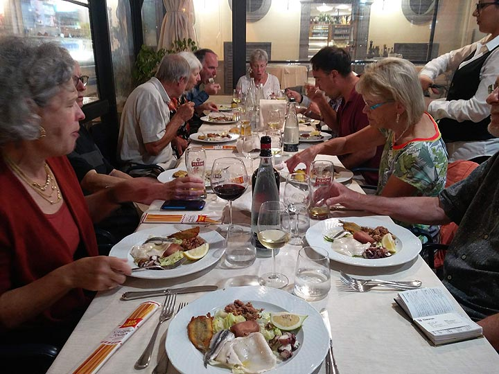 Delicious seafood dinner at an excellent fish tavern in the small harbour of Lipari. (Photo: Ingrid Smet)