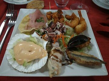 We conclude our second day of exploring the Eolian volcanoes with another delicious seafood dinner. (Photo: Ingrid Smet)