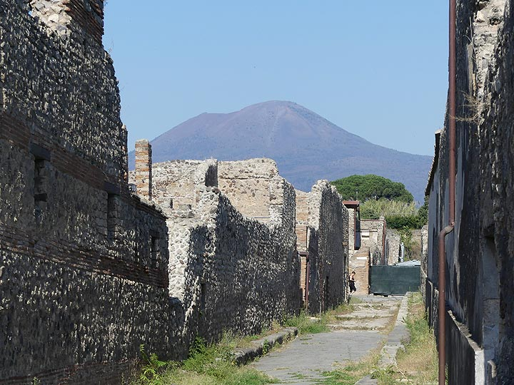 The silhouette of Mt Vesuvius forms the backdrop of the ruins of Pompeii, the famous Roman town that was destroyed by this volcano in 79 AD. (Photo: Ingrid Smet)