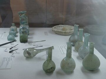 Delicate and refined glassware and bottles used by the Roman practitioner of medicine. (Photo: Ingrid Smet)