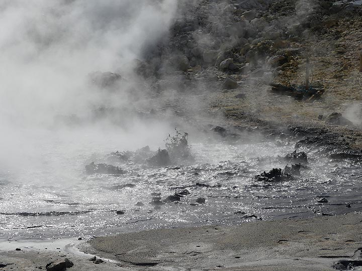 There are about 150 pools of boiling mud dotted around the ca 17 km by 20 km large caldera which represents the Phlegraean fields, hydrothermal surface expressions of the hot magma that still resides at depth. (Photo: Ingrid Smet)