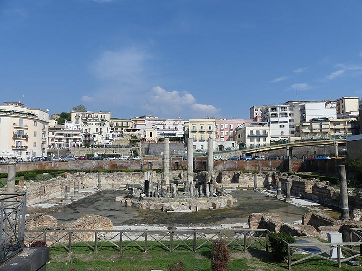 At Pozzuoli the effects of 'Bradyseism' - rapidly rising or lowering of the surface due to injection of new magma or draining of old magma - are shown in the marble pillars of a Roman market that bears the scars of once having been submerged below sea level. (Photo: Ingrid Smet)