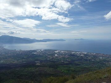 View from the summit of Mt Vesuvius to the south-southwest towards the peninsula of Sorrento and the island of Capri. (Photo: Ingrid Smet)
