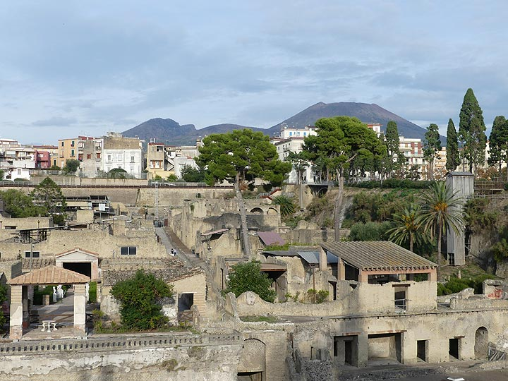 The typical silhouette of the Somma-Vesuvius volcano is also the backdrop of the ruins of Herculaneum, another Roman town that was covered during the violent 79 AD eruption. (Photo: Ingrid Smet)