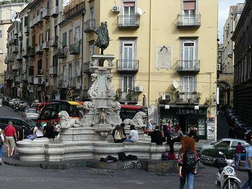 One of the many fountains which are meeting points for the young Neapolitans. (Photo: Ingrid Smet)