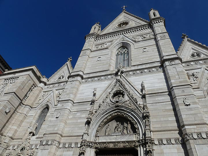 Facade of the early 14th century cathedral of Naples (Photo: Ingrid Smet)