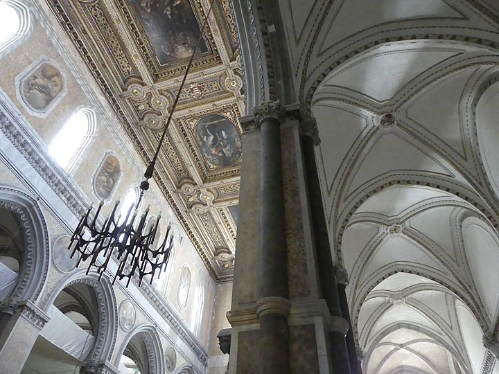 Gothic architecture of the main nave and aisles of the cathedral of Naples. (Photo: Ingrid Smet)