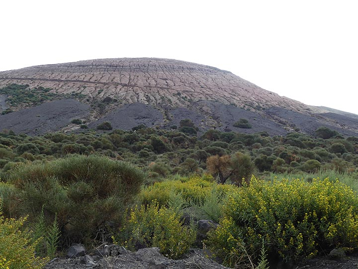 View from the base of the La Fossa cone to its summit. (Photo: Ingrid Smet)